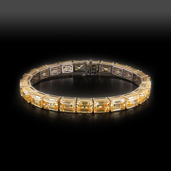 Bracelet with Facny yellow Emerald Diamond